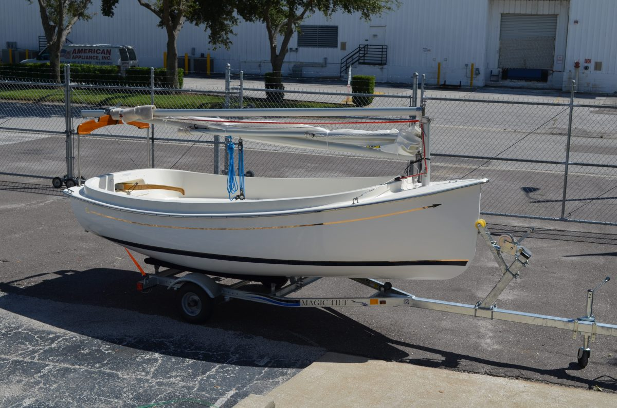 Com-Pac Picnic Cat sailboat by Com-Pac Yachts     Masthead