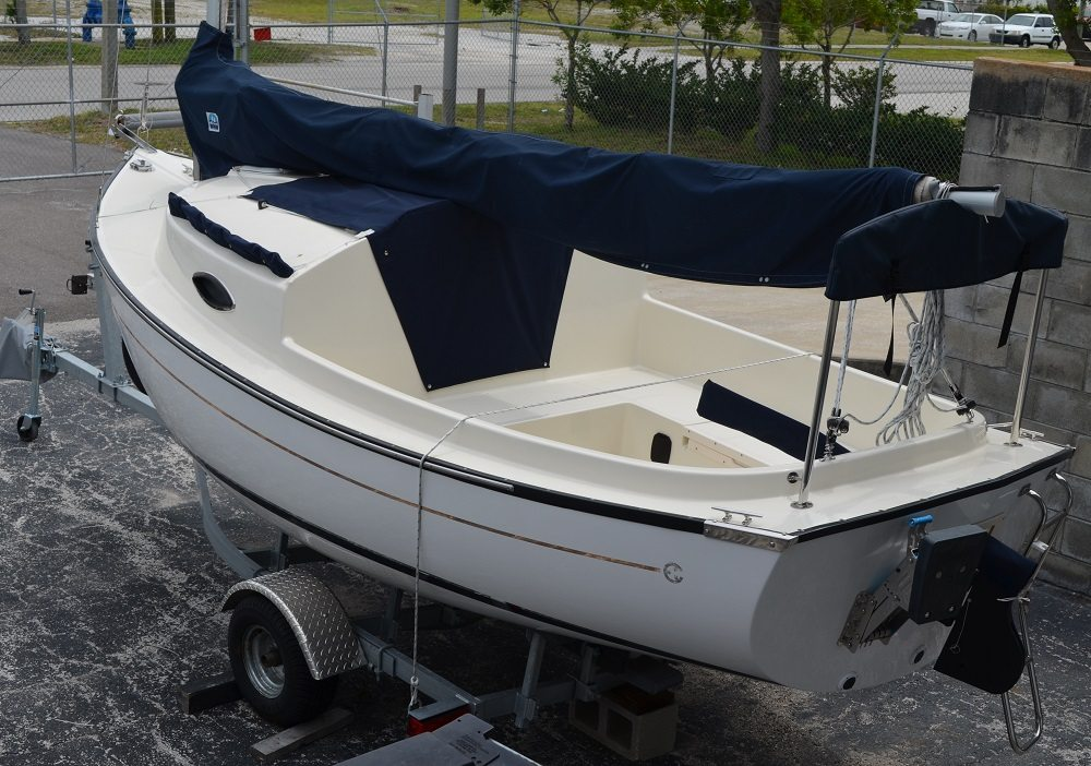 Com Pac Sun Cat sailboat by Com-Pac Yachts | | Masthead