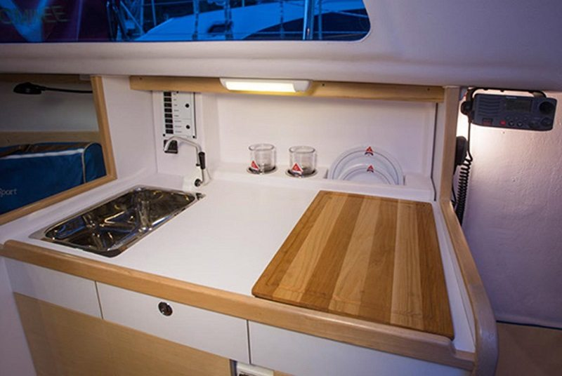 Catalina 275 sport sailboat by Catalina Yachts | | Masthead